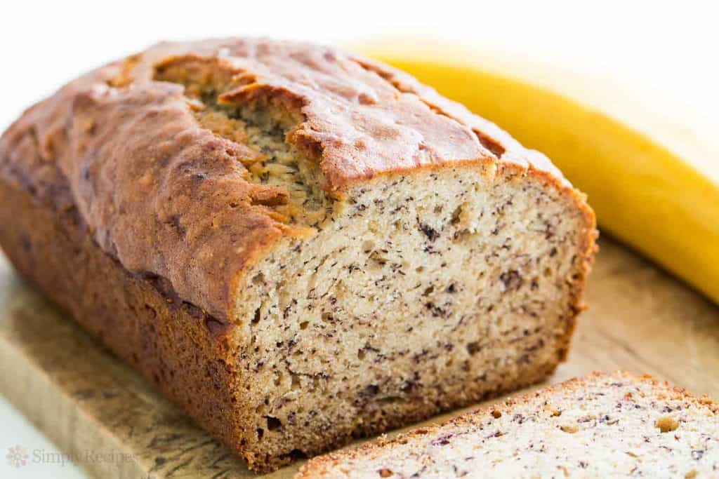 Banana bread and methods to store it